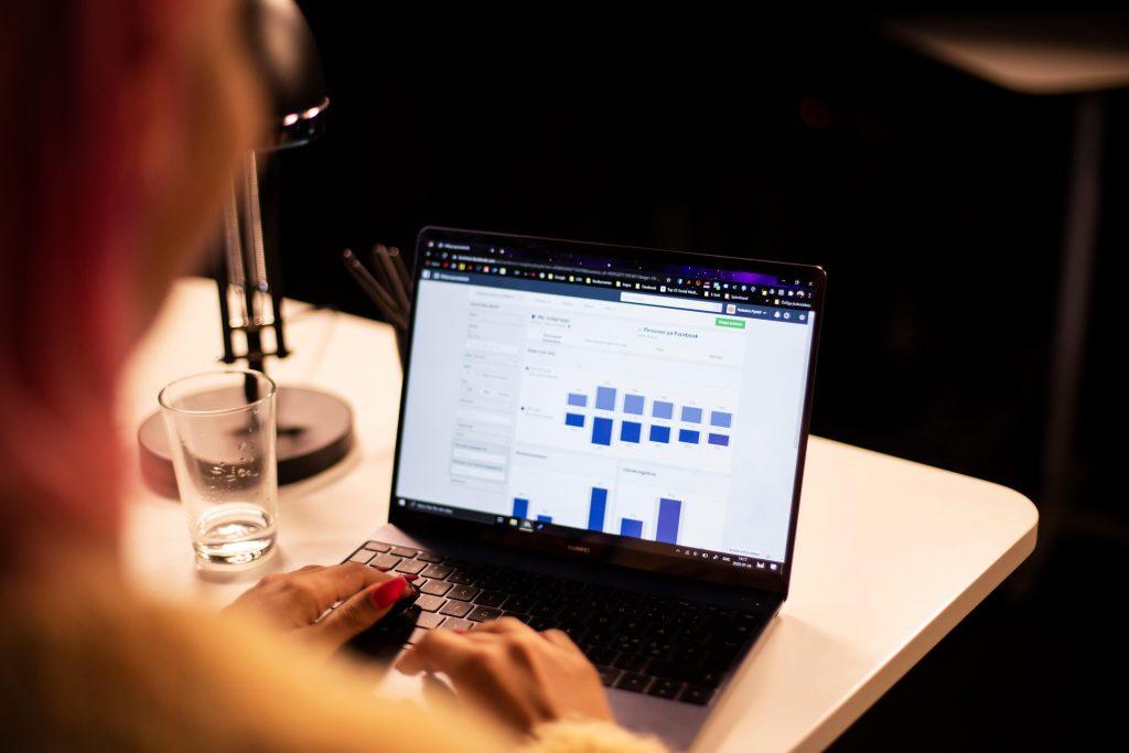 Natasha Rydell skapar digitala annonser